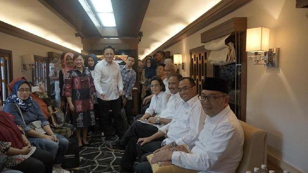 Sri Mulyani, Budi Karya hingga Ridwan Kamil Naik Kereta ke Garut
