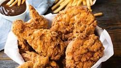 Kulit Ayam Goreng Buat Buka Puasa, Sehat Nggak Ya?