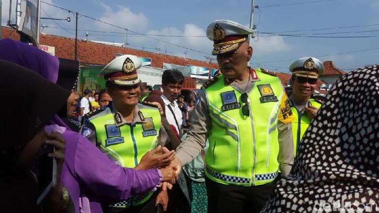 Polisi Soroti Pasar Tumpah di Jalur Mudik Selatan Jabar-Jateng