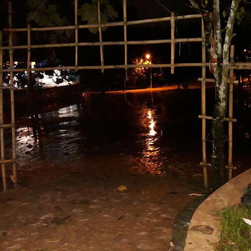 Banjir di Buperta Jatiasih Bekasi Surut, Sisakan Lumpur Tebal