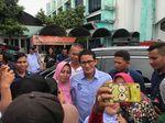 Pantau Rekapitulasi di Duren Sawit, Sandiaga Soroti Ketatnya Penjagaan