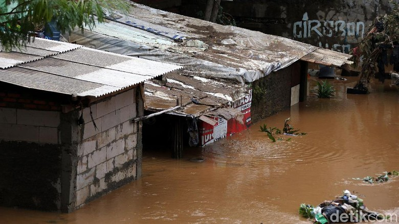 Banjir di Jakarta: 2 Orang Meninggal dan 2.258 Jiwa Mengungsi