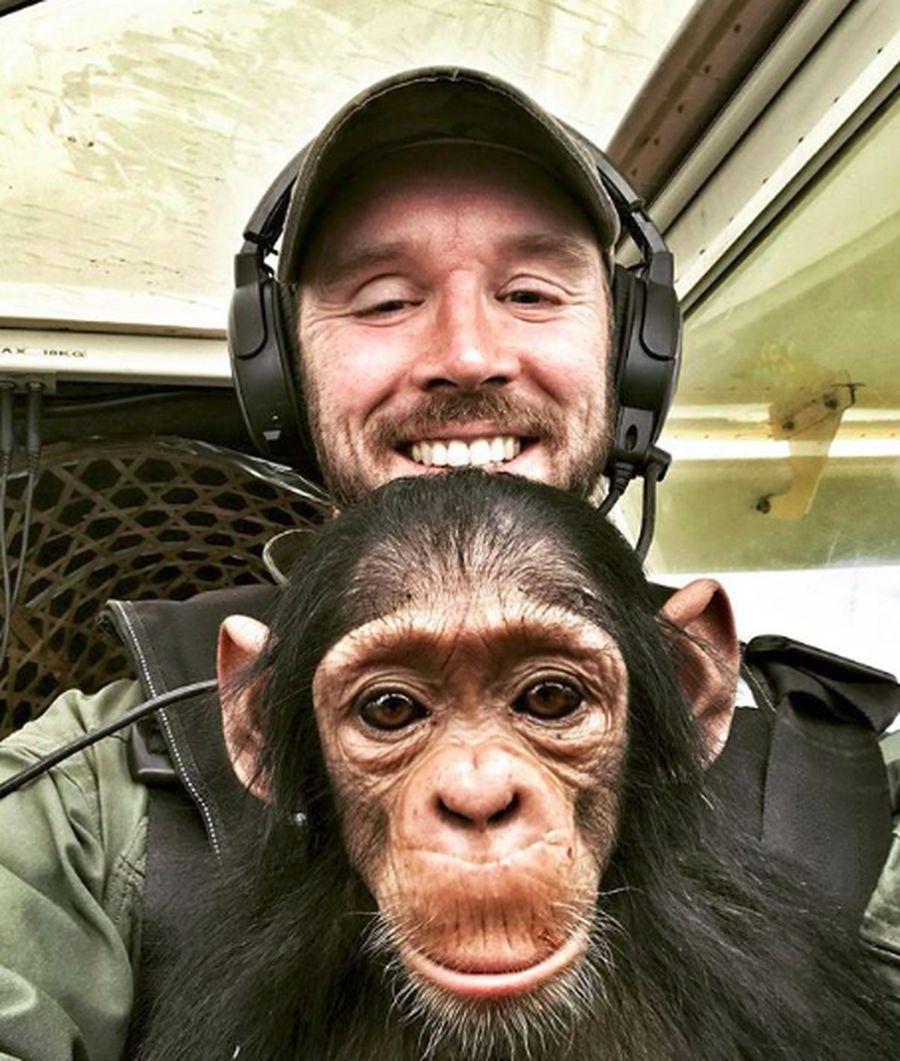 Namanya Anthony Caere, seorang pilot asal Belgia yang bekerja untuk Taman Nasional Virunga di Republik Kongo. (anthonycaere/Instagram)