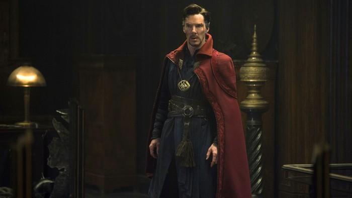 Memerankan Doctor Stephen Strange dalam film besutan Marvel. Nama aktor Benedict Cumberbatch semakin populer. Ia sering tertangkap kamera tengah menikmati makanan hingga saat bersantai di restoran. Foto: Istimewa