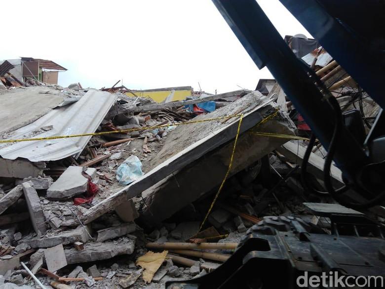 Rumah Roboh di Tanah Tinggi Tak Berizin, Polisi Telusuri Pemiliknya