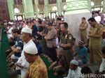 7 Petugas Pemilu Meninggal, Warga Cirebon Gelar Salat Gaib