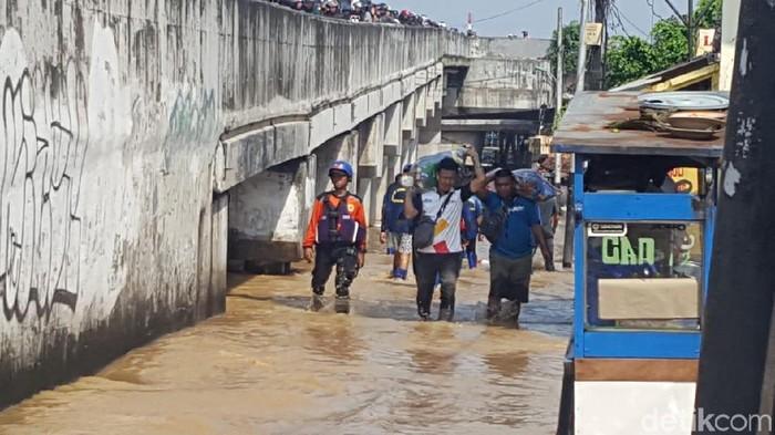Banjir juga melanda Cililitan Jakarta Timur (Foto: Zunita/detikcom)