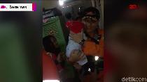 Video: Dramatis! Momen Evakuasi Bayi yang Terjebak Banjir di Jaksel