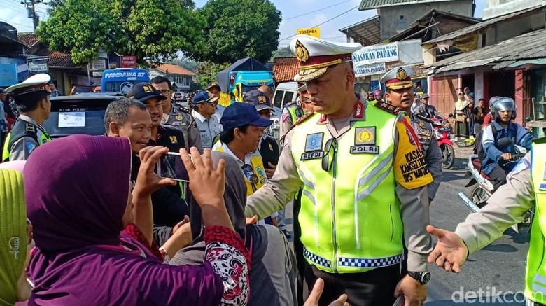 Pasar Tumpah di Brebes Langganan Macet Mudik, Kakorlantas PDKT ke Emak-emak