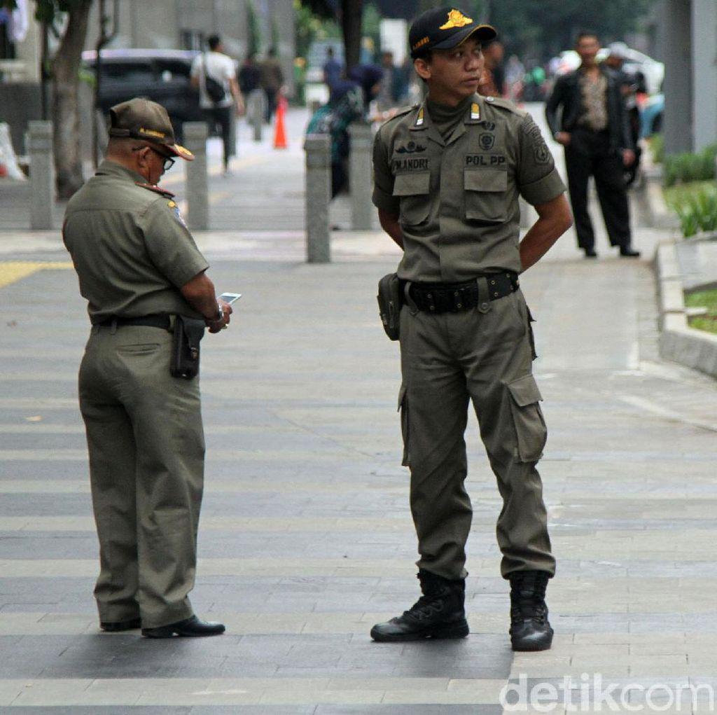 Dijaga Petugas, PKL di Trotoar Sudirman-Thamrin Libur