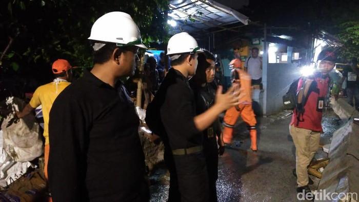 Foto: Olah TKP di rumah roboh di Tanah Tinggi, Jakpus. (Adhi Indra-detikcom)