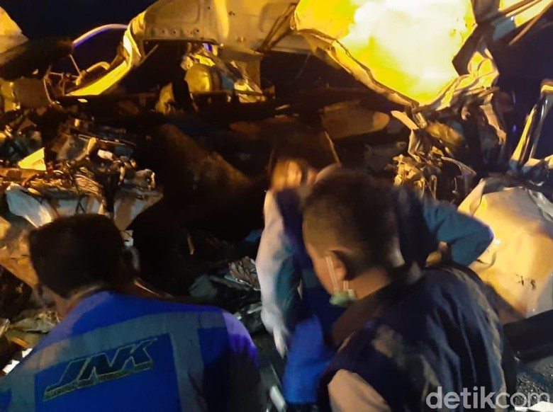 Detik-detik Kecelakaan Maut Renggut 5 Mahasiswa Tebuireng di Tol Nganjuk