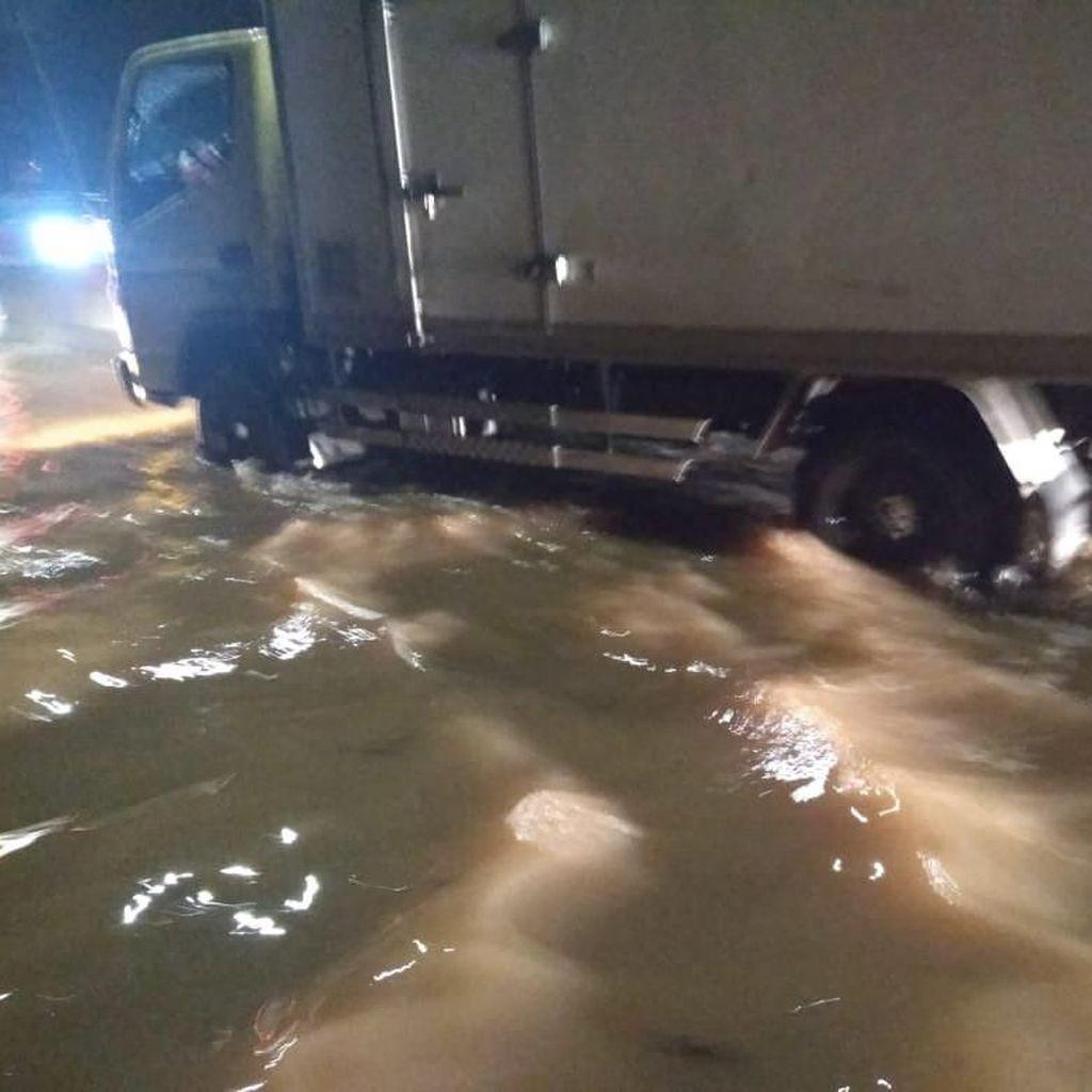 Banjir 50 Cm Tol Bintaro-Serpong, Arus Lalu Lintas Dialihkan