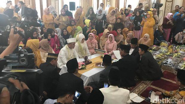 Suasana pernikahan Muzdalifah.