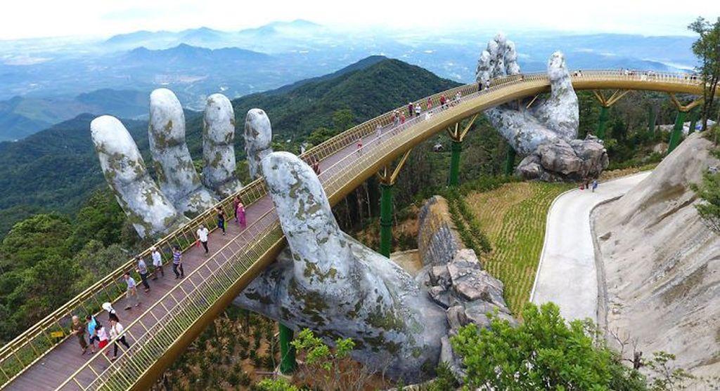 Jembatan ini mengundang decak kagum karena desain arsitekturnya. Foto: newsexaminer via Bored Panda