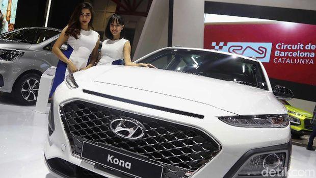 SPG atau usher di booth Hyundai