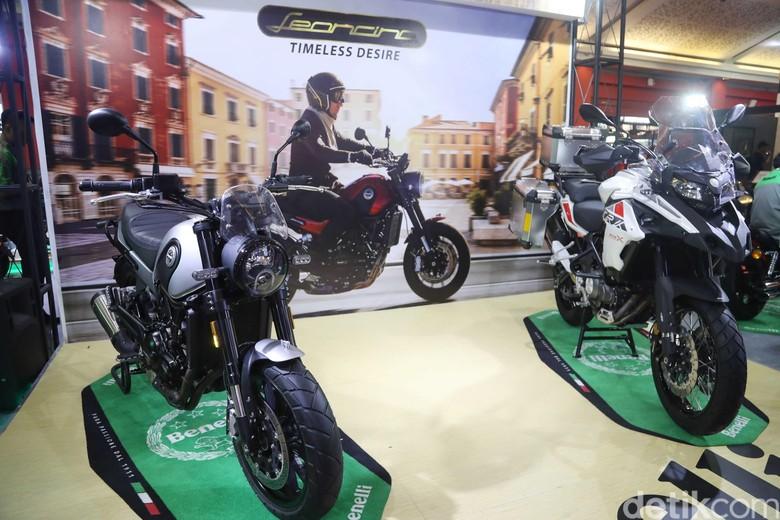 Benelli TRK 502 X (kanan) dan Benelli Leoncino 500 (kiri). Foto: Pradita Utama