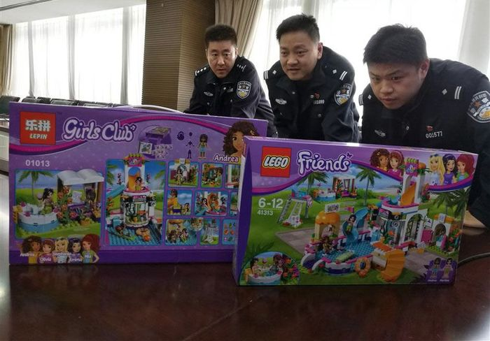 Mengutip shine.cn keempat tersangka ini mulai membuat LEGO kw pada 2015 lalu. Saat itu mereka yang berbasis di Provinsi Guangdong membeli LEGO asli dan mulai meniru desain dan bentuknya. Setelah itu, mainan kw itu dijual ke pedagang grosir di China dan luar negeri melalui internet. Chen Huizhi / SHINE.