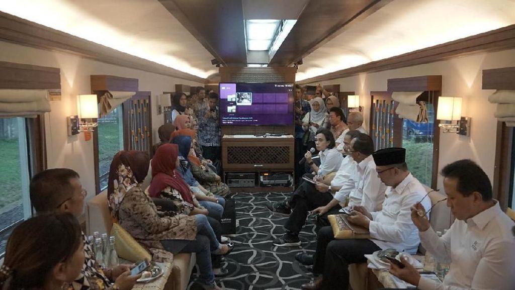 Sri Mulyani hingga Ridwan Kamil Naik Kereta ke Garut