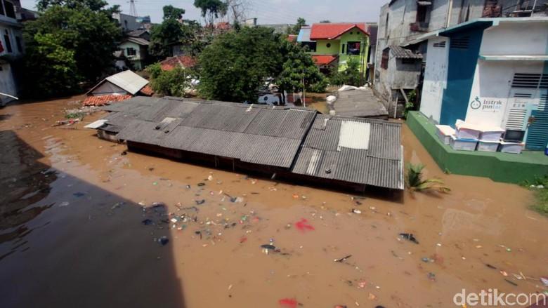 Banjir di Cililitan Nyaris Capai Atap Rumah