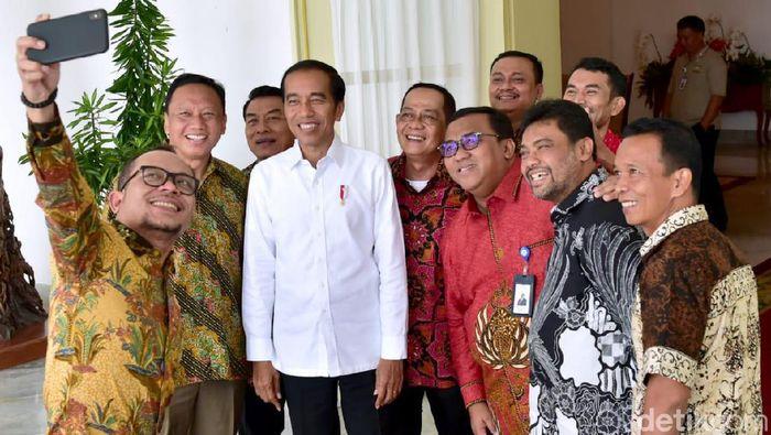 Foto: Presiden Jokowi menerima sejumlah pimpinan organisasi serikat buruh di Istana Bogor. (Noval-detikcom)