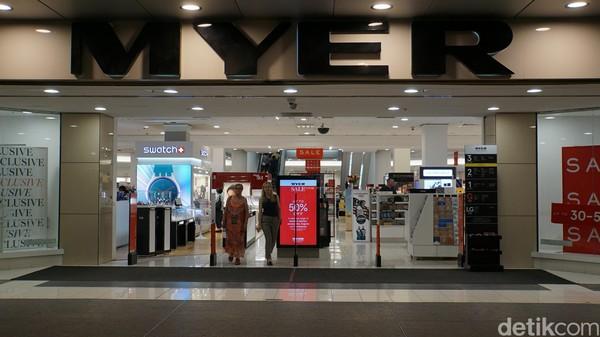 Perth memiliki sekitar 900 toko dan butik, pusat perbelanjaan, pasar akhir pekan dan pasar malam di musim panas. Salah satunya adalah Myer (Masaul/detikcom)