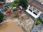 Video: Melihat dari Langit Gunung Sampah di Pintu Air Manggarai