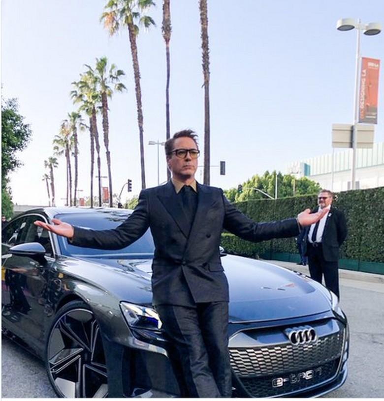 Robert Downey Jr dan Audi e-tron GT Foto: Twitter/Avengers