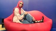 Perangi Benci dengan Cinta, Wanita Muslim Foto Bareng Demonstran Anti-Islam