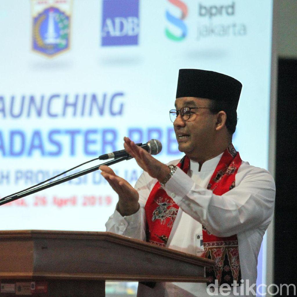 Anies akan Bangun Saringan di Sungai Cegah Sampah ke Jakarta
