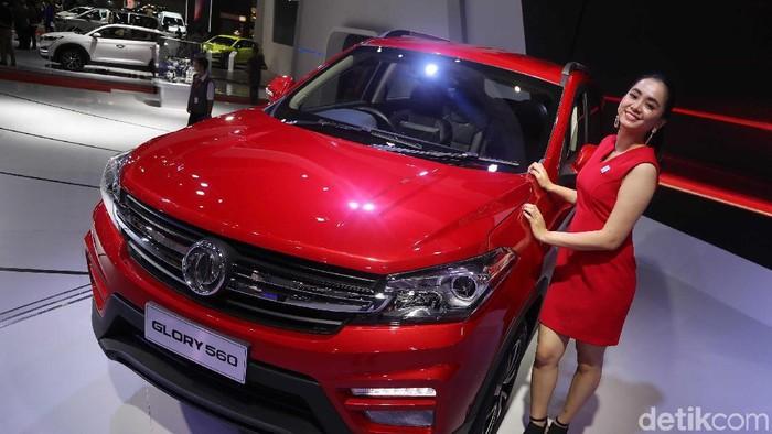 DFSK Glory 560 telah resmi diluncurkan di Indonesia International Motor Show (IIMS) 2019. SUV itu dibanderol mulai Rp 189 jutaan.