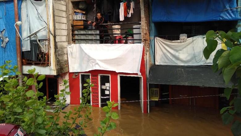 Kampung Pulo Langganan Banjir, Nenek Jamilah Pilih Bertahan di Rumah