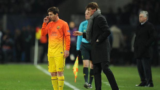 Tito Vilanova (tengah) perjah jadi sasaran Jose Mourinho.