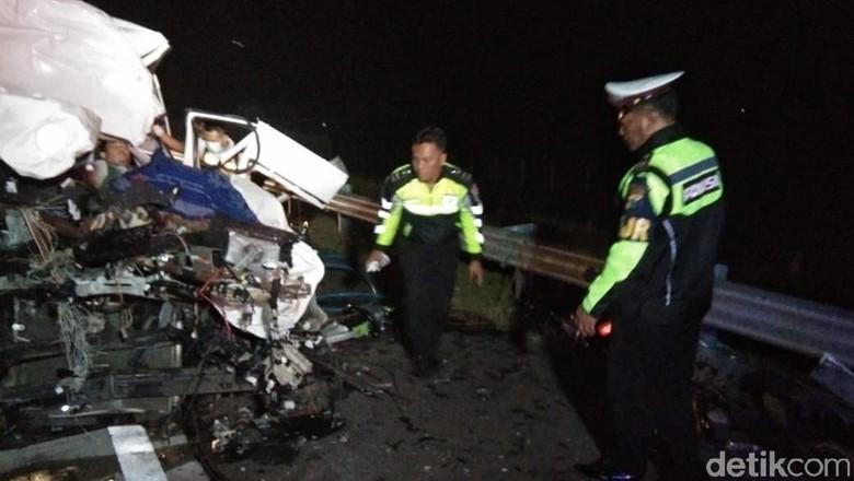 Mobil Rombongan Mahasiswa Tebuireng Kecelakaan di Tol Nganjuk, 5 Tewas