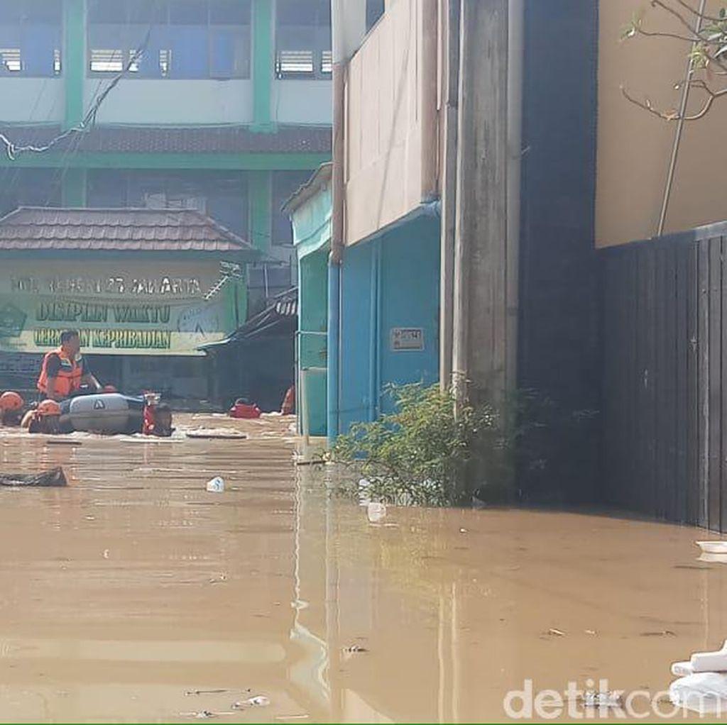Tinggi Air hingga 3,7 Meter, 7 RW di Pejaten Timur Terendam Banjir