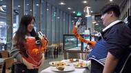 Canggih! Robot-robot Ini Bisa Suapi Makanan dan Racik Minuman
