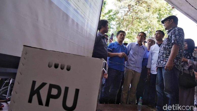 Pantau Rekapitulasi Suara di Surabaya, Sandiaga Diteriaki Pak Wapres