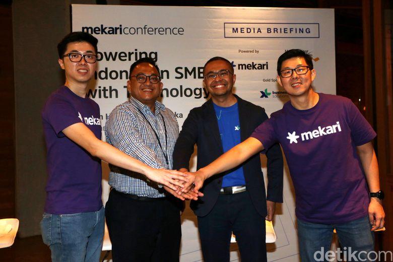 VP Retail Deposit Product & Solution Oki Daniar, Group Head Enterprise Product & Marketing XL Axiata Sharif Lukman Mahfoedz dan CEO Mekari Suwandi Soh, saat berbincang terkait penyelenggaraan Mekari Conference di Jakarta, Kamis (25/4/2019).