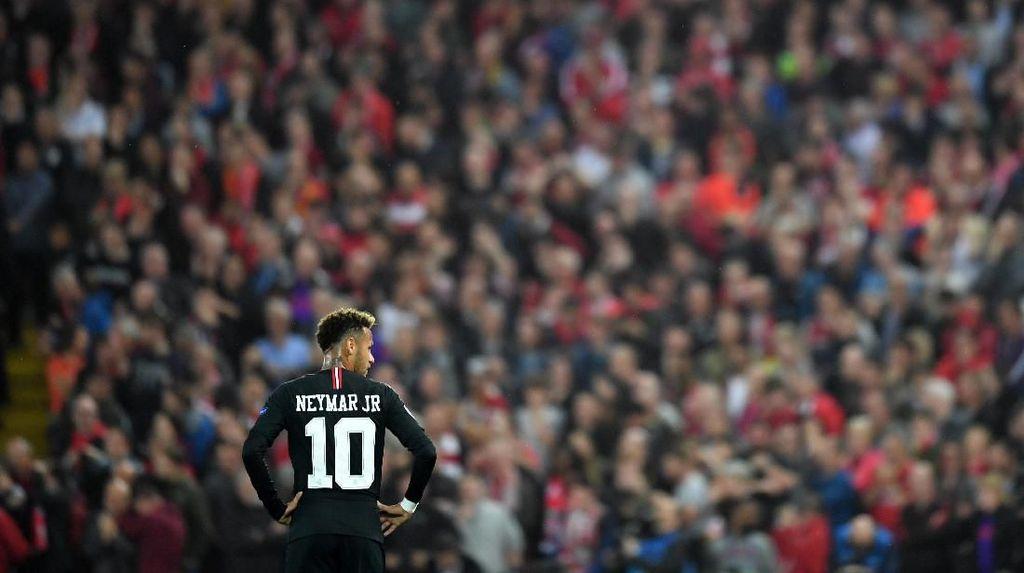 Dani Alves: Haruskah Kubertaruh Menara Eiffel Bahwa Neymar Akan Bertahan?