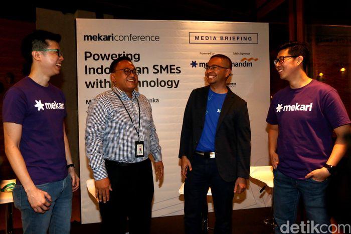 Dalam seminar sehari bertema Powering Indonesia SMEs with Technology ini, Bank Mandiri berharap dapat memperkuat kapasitas UKM dalam mengembangkan bisnis melalui pemanfaatan teknologi digital, khususnya digital banking yang bisa memberikan kemudahan transaksi dan efisiensi usaha.
