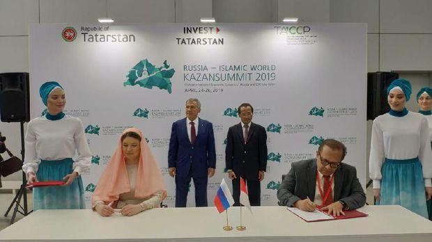 Penandatanganan MoU kerja sama halal lifestyle antara Indonesia Halal Lifestyle Center (IHLC) dengan Tatarstan Investment Development Agency (TIDA).