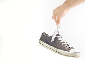 Salut! Kakak-Adik Buka Jasa Reparasi Sepatu Demi Uang Jajan Sekolah