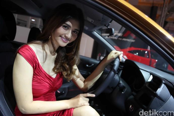 Gadis Cantik di Balik Kemudi Honda BR-V