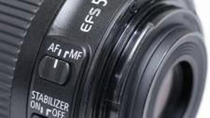 Lensa EF-S 55-250mm STM . (Foto: Dok. Erwin Mulyadi)