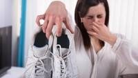 Tips Enyahkan Bau Kaki Saat Sepatu Basah Kehujanan