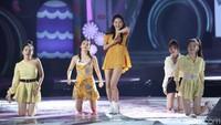 Fans pun ikut menyanyi bersama Red Velvet. Foto: (Agung Pambudhy/detikcom)