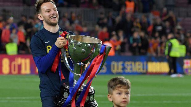 Ivan Rakitic jadi pemain yang masuk daftar bakal dilepas Barcelona. (