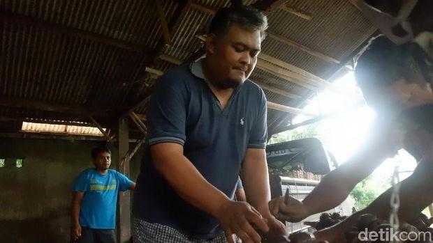 Wachyu Hidayat, kuli salak lolos jadi anggota DPRD Banjarnegara.