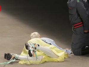 Momen Mengejutkan Saat Model Tewas Usai Jatuh di Panggung Fashion Show