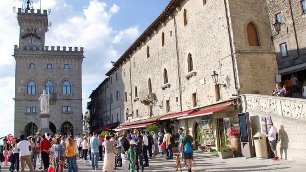 Tak beda dengan Vatikan, San Marino yang berbatasan dengan Italia juga tak punya bandara. Negara yang merupakan terkecil kelima di dunia ini pun tak punya masalah tanpa bandara. Secara, lokasinya tak jauh dari Bandara Internasional Federico Fellini (iStock)
